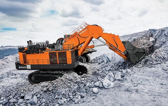 Hitachi Ex8000 - Cỗ máy khổng lồ, một gầu xúc đã ngang 6 xe tải 11 tấn - Ảnh 1.