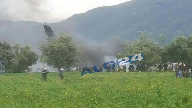 Algeria: Rơi máy bay quân sự chở 200 người, ít nhất 100 người thiệt mạng - Ảnh 2.