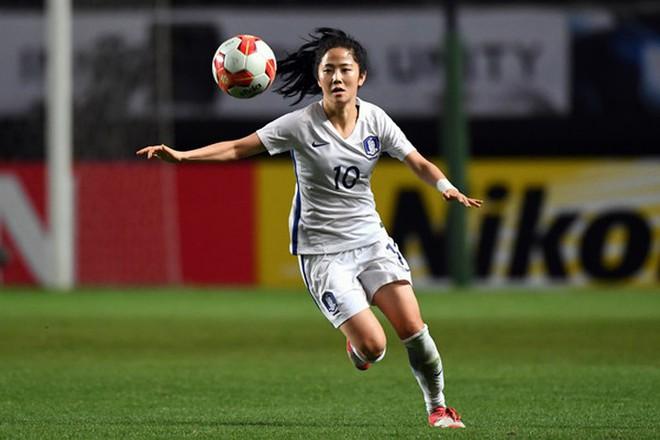 Nữ sát thủ xinh đẹp này có thể phá nát giấc mơ World Cup của tuyển Việt Nam - Ảnh 12.