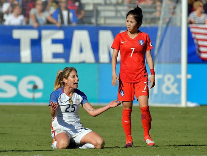 Nữ sát thủ xinh đẹp này có thể phá nát giấc mơ World Cup của tuyển Việt Nam - Ảnh 10.