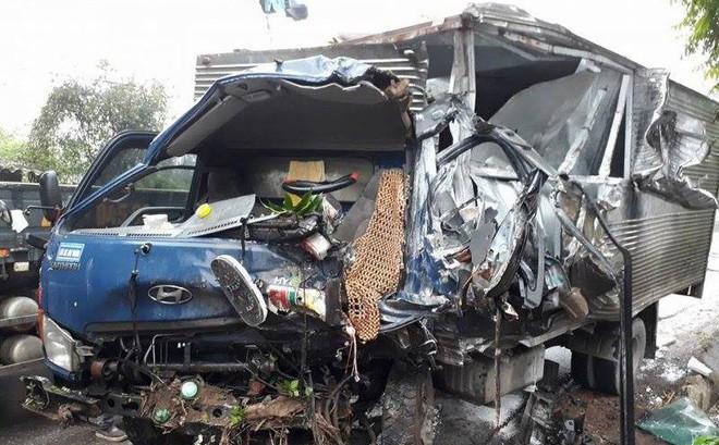 Tài xế tử vong trong cabin sau vụ ô tô tải tông trực diện xe ben