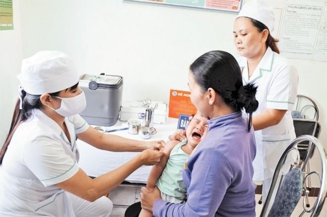 Bộ Y tế cảnh báo: Nhiều trẻ nhỏ và bà bầu không có miễn dịch phòng bệnh sởi - Ảnh 1.