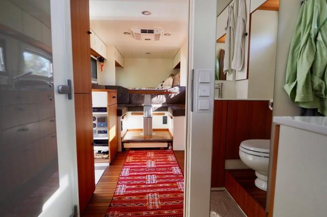 Bất ngờ với chiếc xe tải hầm hố có nội thất không khác gì khách sạn hạng sang - Ảnh 11.