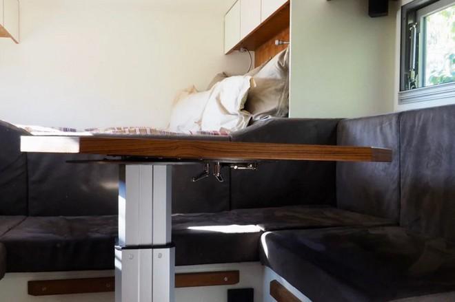 Bất ngờ với chiếc xe tải hầm hố có nội thất không khác gì khách sạn hạng sang - Ảnh 9.