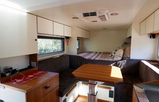 Bất ngờ với chiếc xe tải hầm hố có nội thất không khác gì khách sạn hạng sang - Ảnh 10.
