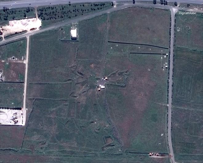 Hình ảnh vệ tinh mới nhất chứng minh Syria đã thiệt hại nặng nề sau vụ tấn công ngày 14/4 - Ảnh 2.