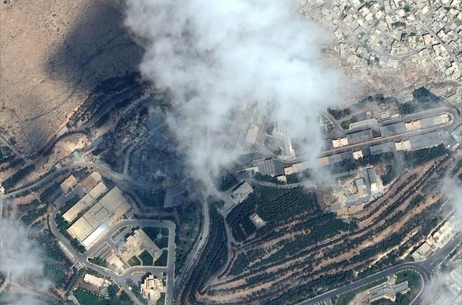 Tiếp sức Tomahawk tấn công Syria, lần đầu tiên siêu tên lửa sát thủ mới của Mỹ gầm thét - Ảnh 4.