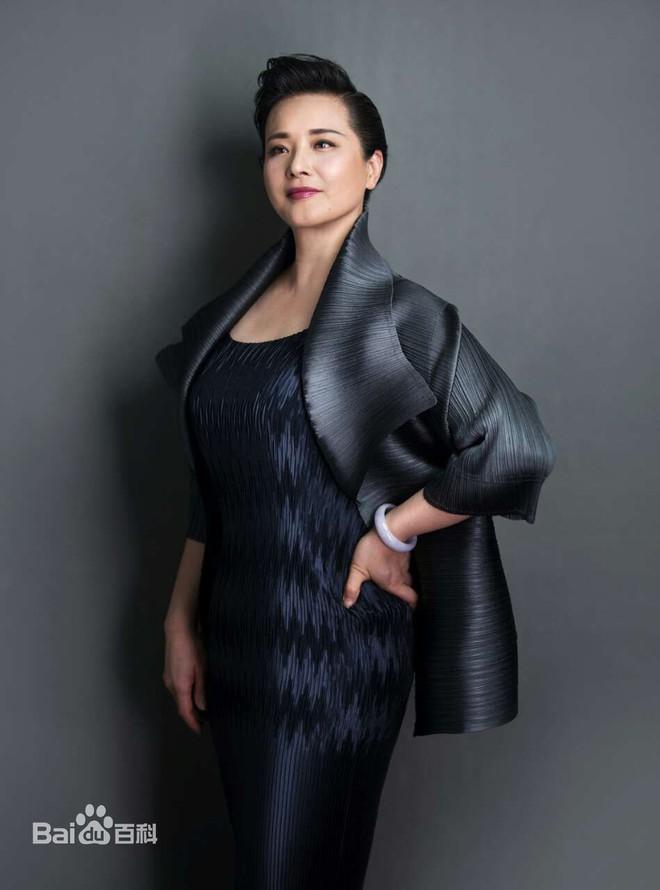 Sau 30 năm, nữ yêu tinh đẹp nhất Tây Du Ký 1986 trở thành bà trùm giàu có - Ảnh 11.