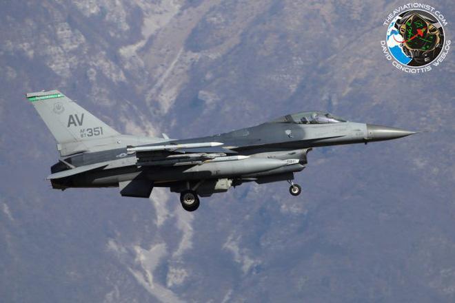 Lộ diện chiến đấu cơ Mỹ sẵn sàng nhả đạn nếu máy bay Nga phản kích vụ tấn công Syria - Ảnh 2.