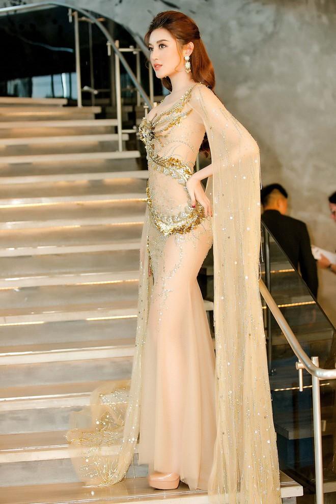 Huyền My đọ sắc với Hoa hậu Thế giới 2013 và Hoa hậu Hoàn vũ Quốc tế 2015 - Ảnh 2.