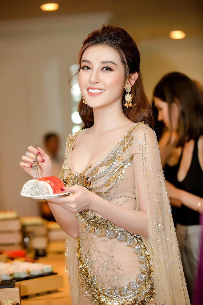 Huyền My đọ sắc với Hoa hậu Thế giới 2013 và Hoa hậu Hoàn vũ Quốc tế 2015 - Ảnh 6.