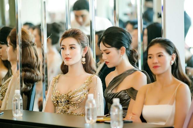 Huyền My đọ sắc với Hoa hậu Thế giới 2013 và Hoa hậu Hoàn vũ Quốc tế 2015 - Ảnh 12.