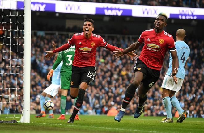 Mourinho, đừng để Man United nghèo đến nỗi chỉ còn mỗi tiền! - Ảnh 4.