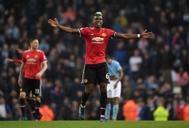 Mourinho, đừng để Man United nghèo đến nỗi chỉ còn mỗi tiền! - Ảnh 2.