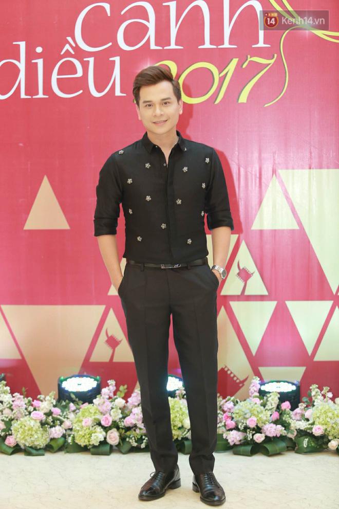 Nhã Phương khoe lưng trần gợi cảm cùng dàn sao Việt đổ bộ thảm đỏ Cánh diều vàng 2017 - Ảnh 12.