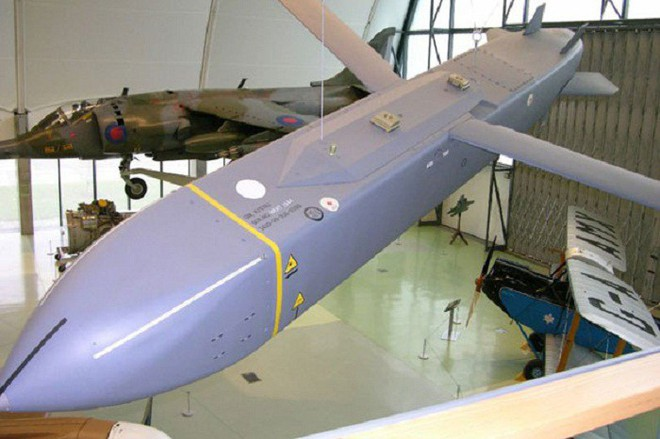 Tiếp sức Tomahawk tấn công Syria, lần đầu tiên siêu tên lửa sát thủ mới của Mỹ gầm thét - Ảnh 1.