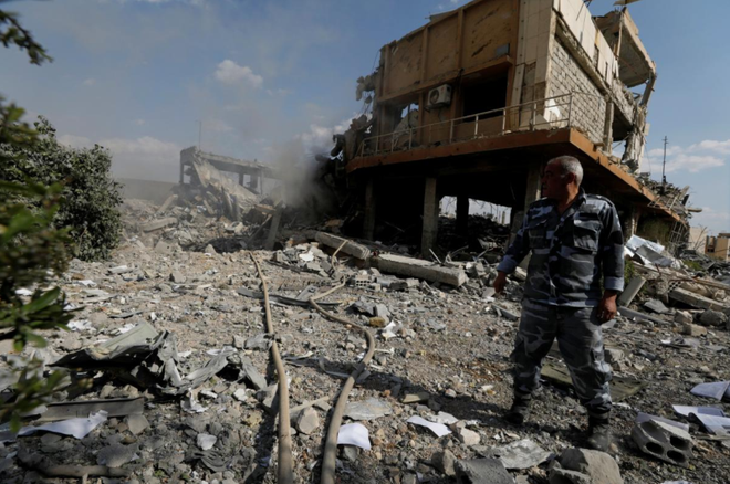 Trung tâm nghiên cứu Syria bị Mỹ bắn hạ: Chỉ sản xuất thuốc chống ung thư, chất giải độc - Ảnh 1.