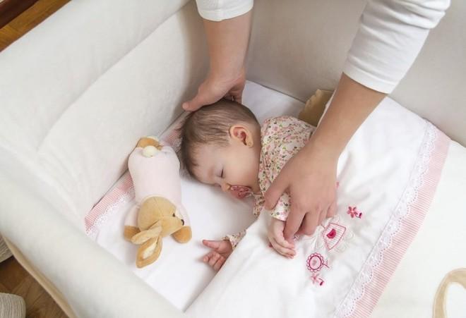Lý do khiến mẹ phớt lờ mọi lời khuyên, vẫn ngủ chung giường với con gây xúc động - Ảnh 3.