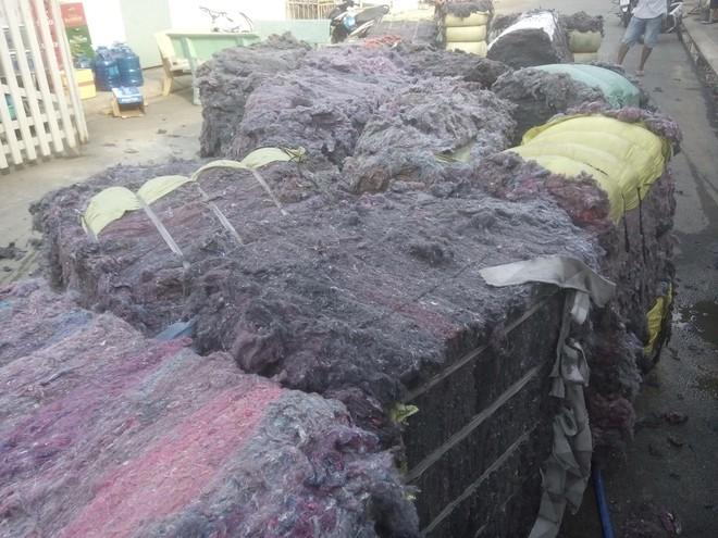 Cháy lớn xưởng tái chế vải vụn ở vùng ven Sài Gòn, nhiều công nhân tháo chạy - Ảnh 7.
