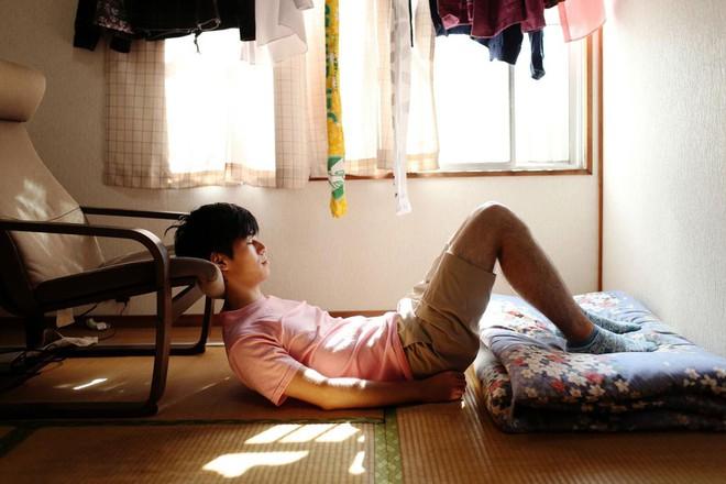 Cuộc sống của những người giam mình trong nhà cả chục năm, bế tắc vì kì vọng của gia đình - Ảnh 8.
