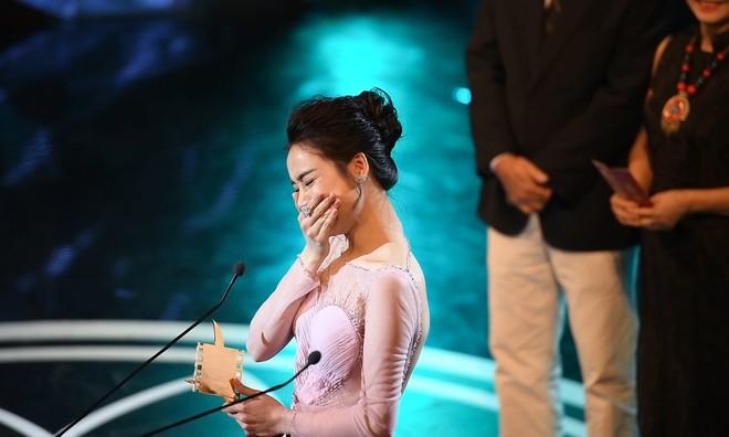Clip Nhã Phương khóc nghẹn giữa sân khấu - ảnh 3