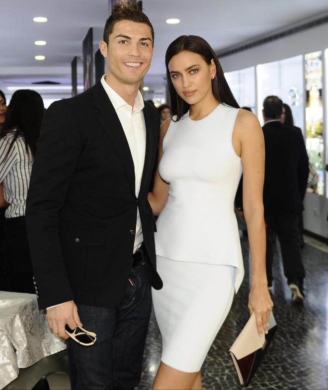 Ronaldo vẫn yêu tha thiết tình cũ Irina Shayk - Ảnh 1.
