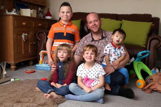 Người cha đồng tính nhận nuôi 4 con khuyết tật suốt 10 năm: Họ hỏi rằng con tôi cũng sẽ bê đê à hay tôi làm thế chỉ vì tiền? - Ảnh 11.