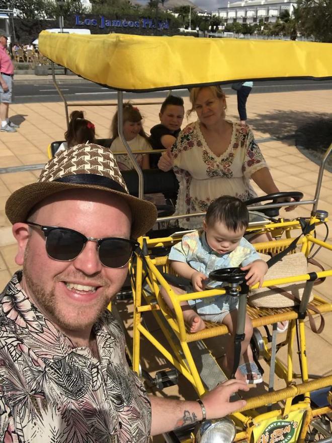 Người cha đồng tính nhận nuôi 4 con khuyết tật suốt 10 năm: Họ hỏi rằng con tôi cũng sẽ bê đê à hay tôi làm thế chỉ vì tiền? - Ảnh 4.