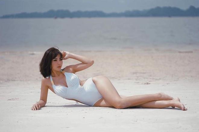 Nóng bỏng mắt với loạt ảnh bikini của Thanh Hương Người phán xử - Ảnh 4.