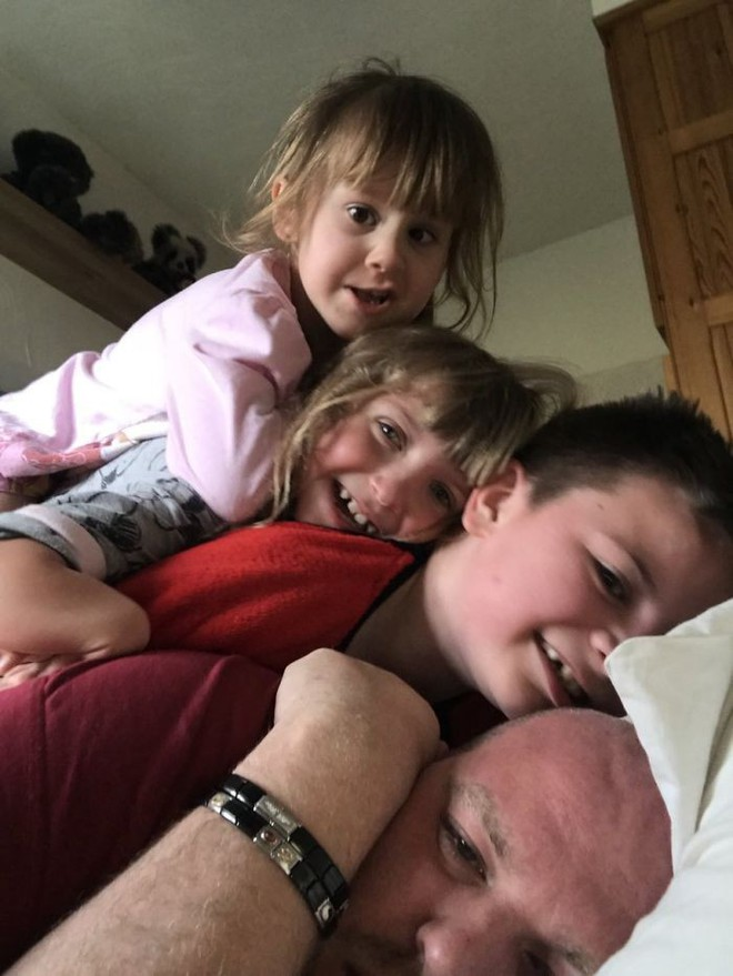 Người cha đồng tính nhận nuôi 4 con khuyết tật suốt 10 năm: Họ hỏi rằng con tôi cũng sẽ bê đê à hay tôi làm thế chỉ vì tiền? - Ảnh 9.