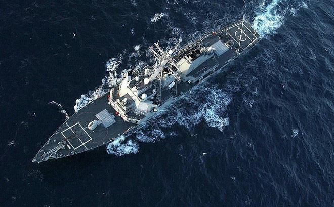 """2 tàu chiến Mỹ """"im ắng bất thường"""" khi Tomahawk giội xuống Syria: Cái bẫy cao tay?"""