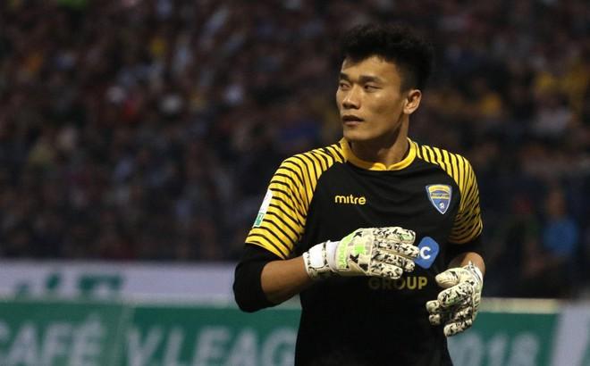 Vòng 5 V-League: Mưa bàn thắng và thẻ phạt, Bùi Tiến Dũng 'thất sủng'