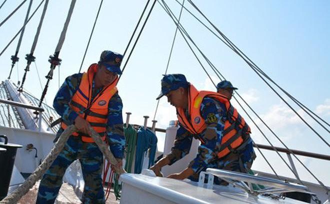 Tàu buồm Lê Quý Đôn xuất phát huấn luyện trên biển