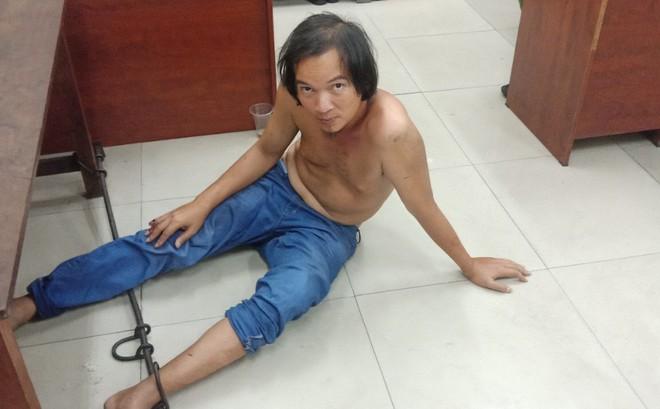 Nhân viên sửa xe máy truy đuổi tên trộm trên phố Sài Gòn