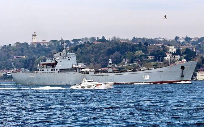 24h qua ảnh: Tàu chiến Nga đưa thêm khí tài quân sự tới Syria