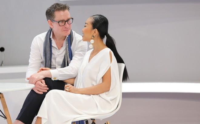"""Đoan Trang nói về chồng Tây: """"Xúc động khi nhẫn cưới đặt trên đầu tôm hùm nên đồng ý luôn"""""""