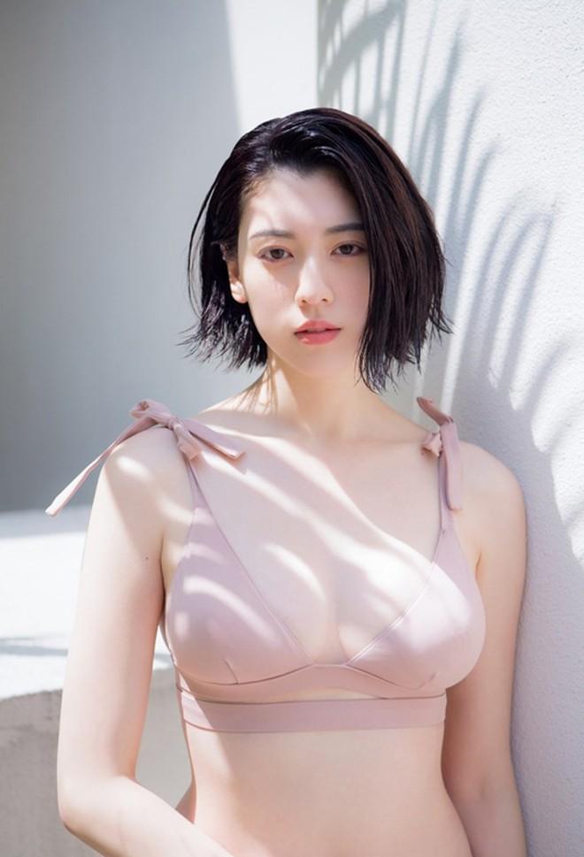 Mỹ nữ Nhật trên tạp chí Playboy: Thân hình nóng bỏng, gương mặt ngây thơ - Ảnh 1.