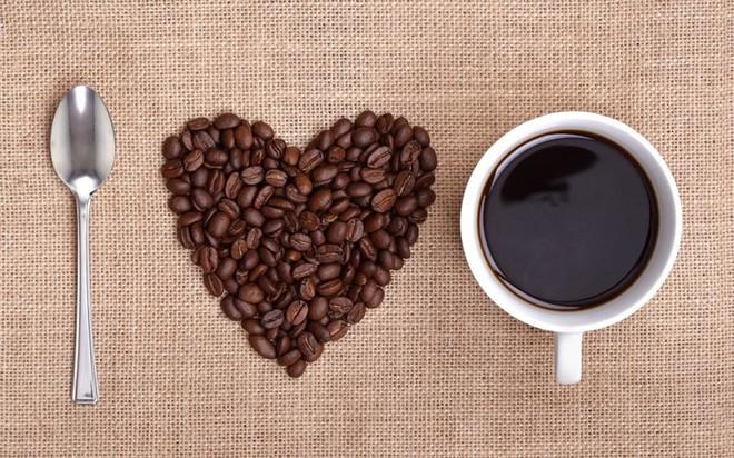 Tác hại kinh hoàng khi nhuộm cà phê bằng lõi pin - Ảnh 2.
