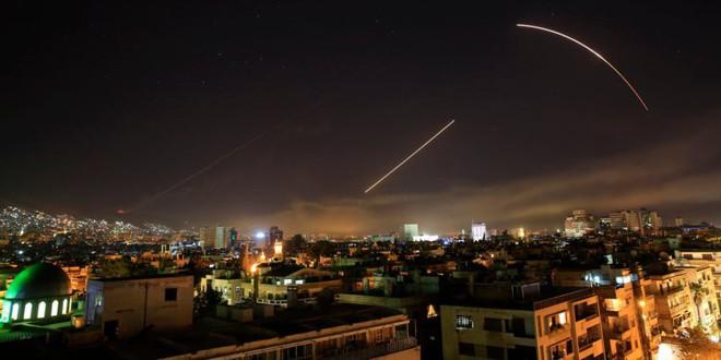 Những bức ảnh tố cáo phòng không Syria bắn mò, không chặn được tên lửa của liên quân - Ảnh 3.
