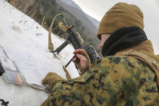 Ảnh: Thủy quân lục chiến Mỹ huấn luyện sử dụng thành thạo súng đạn - ảnh 1
