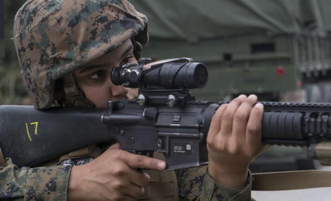 Ảnh: Thủy quân lục chiến Mỹ huấn luyện sử dụng thành thạo súng đạn - ảnh 4