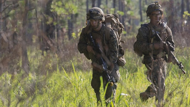 Ảnh: Thủy quân lục chiến Mỹ huấn luyện sử dụng thành thạo súng đạn - ảnh 10