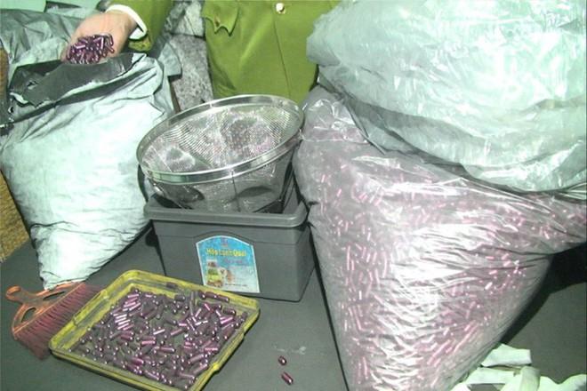 Rùng mình vào nơi sản xuất sản phẩm hỗ trợ điều trị ung thư từ bột than - Ảnh 3.