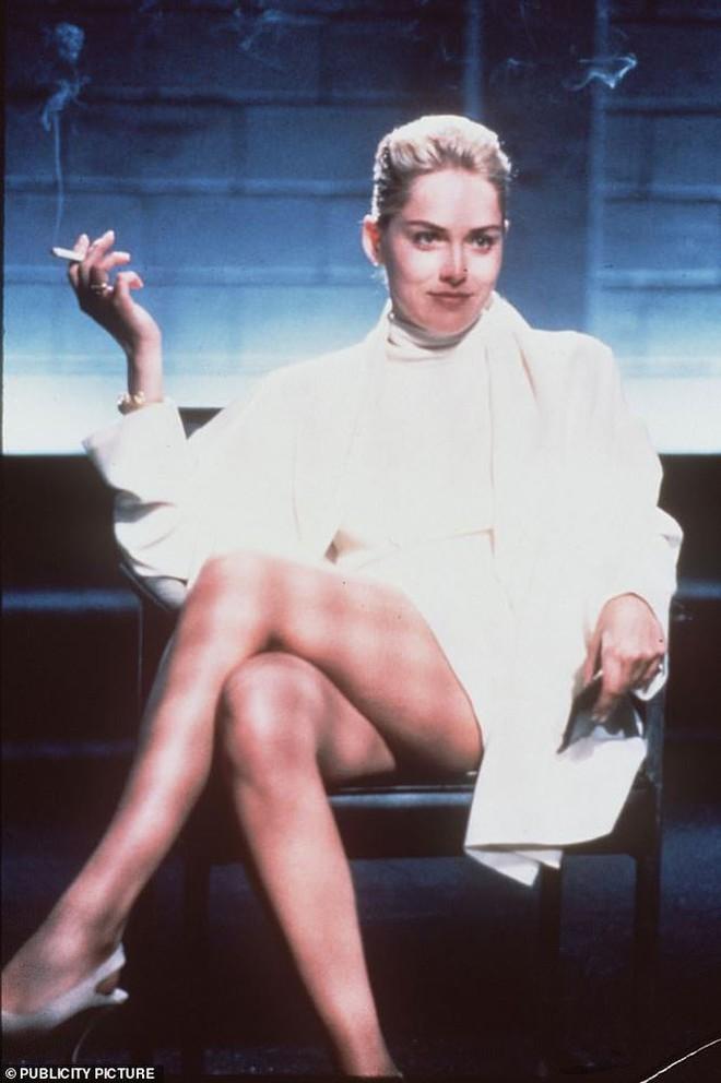 Nhan sắc thanh xuân rực lửa của mỹ nhân Bản năng gốc Sharon Stone - Ảnh 9.
