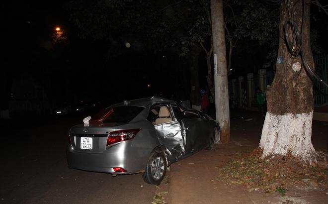 Ô tô mất lái, lấn làn gây tai nạn khiến em bé 5 tuổi tử vong thương tâm
