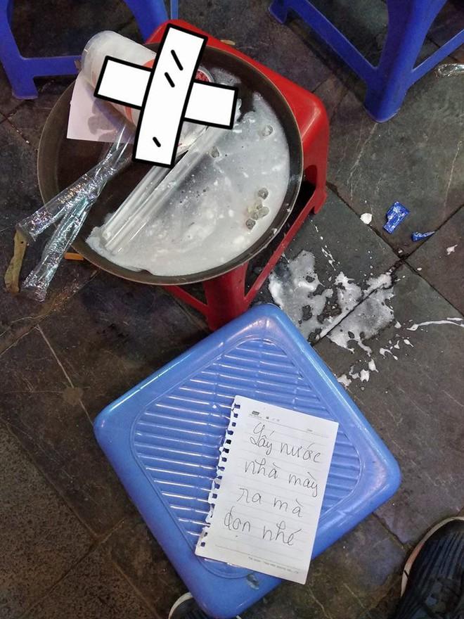 Chỉ vì một cốc nước lọc, nữ sinh để lại mảnh giấy và hành động phản cảm sau đó - Ảnh 2.