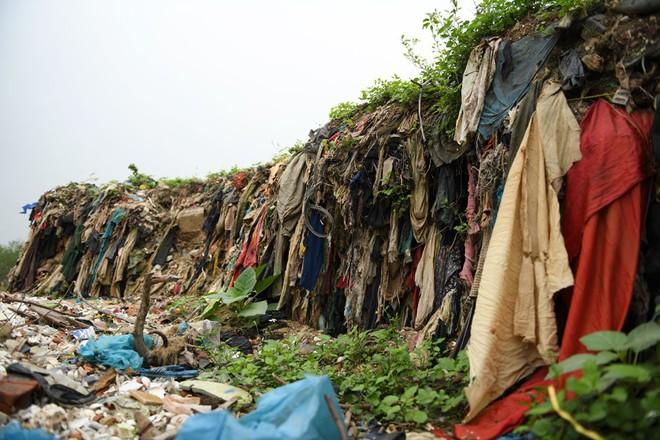 Về Đa Lộc xem núi rác treo lơ lửng trên rừng phòng hộ  - Ảnh 9.