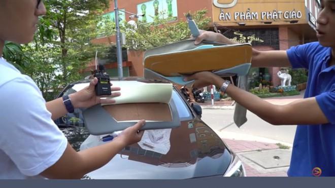 """Cùng chất liệu, """"bìa carton chống nắng"""" chính hãng Toyota giá 1,1 triệu, ngoài chợ chỉ... 300.000 đồng - Ảnh 1."""