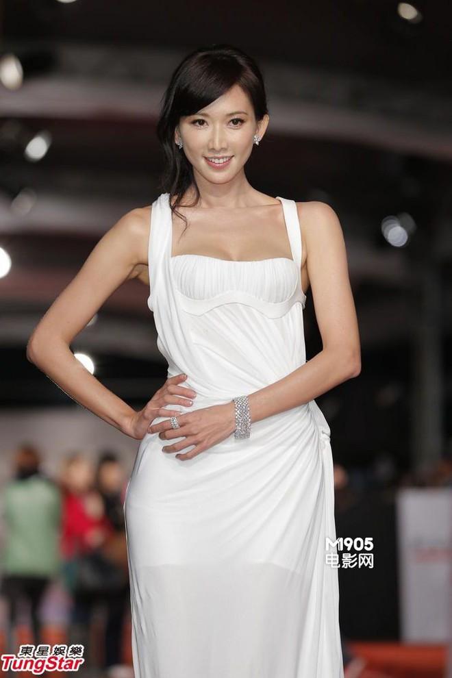 Sở hữu nhan sắc và thần thái hạng A showbiz, nhưng Taylor Swift - Dương Mịch - Min Hyo Rin đều có cùng một góc chết? - Ảnh 13.