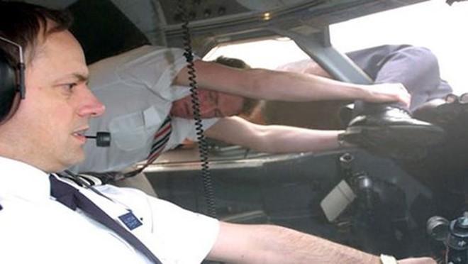 Những vụ tai nạn hy hữu khi hành khách bị hút khỏi máy bay ở độ cao hàng nghìn mét - Ảnh 4.